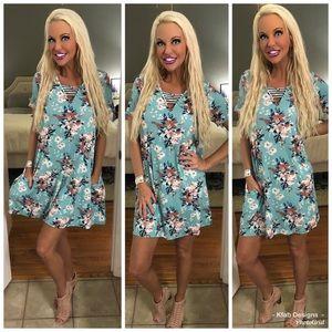 🥰Baby Blue Floral Cage Front Pocket Dress!